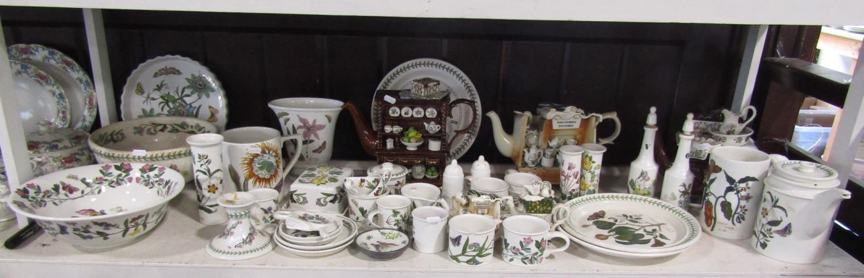 A quantity of Portmeirion potterywares including five novelty teapots, botanic garden patternwares - Bild 2 aus 2