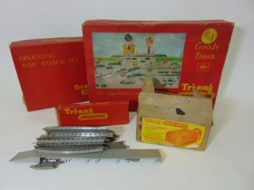 Collection of 00 gauge boxed Triang Railway items including R3X Goods Train Set (electric scale