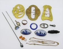 Interesting mixed lot of jewellery to include an antique 9ct chain necklace 3.7g (af), a Charles