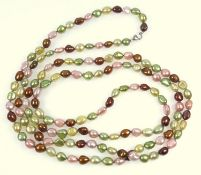 Necklace of cultured pearls tinted in shades of pink, green and bronze, length 132 cm, to a silver
