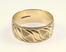 Gold wedding band with abstract leaf form pattern, marks for 9 ct