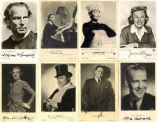 Schauspieler Partie mit circa 50 Fotokarten mit Autogrammen I-II
