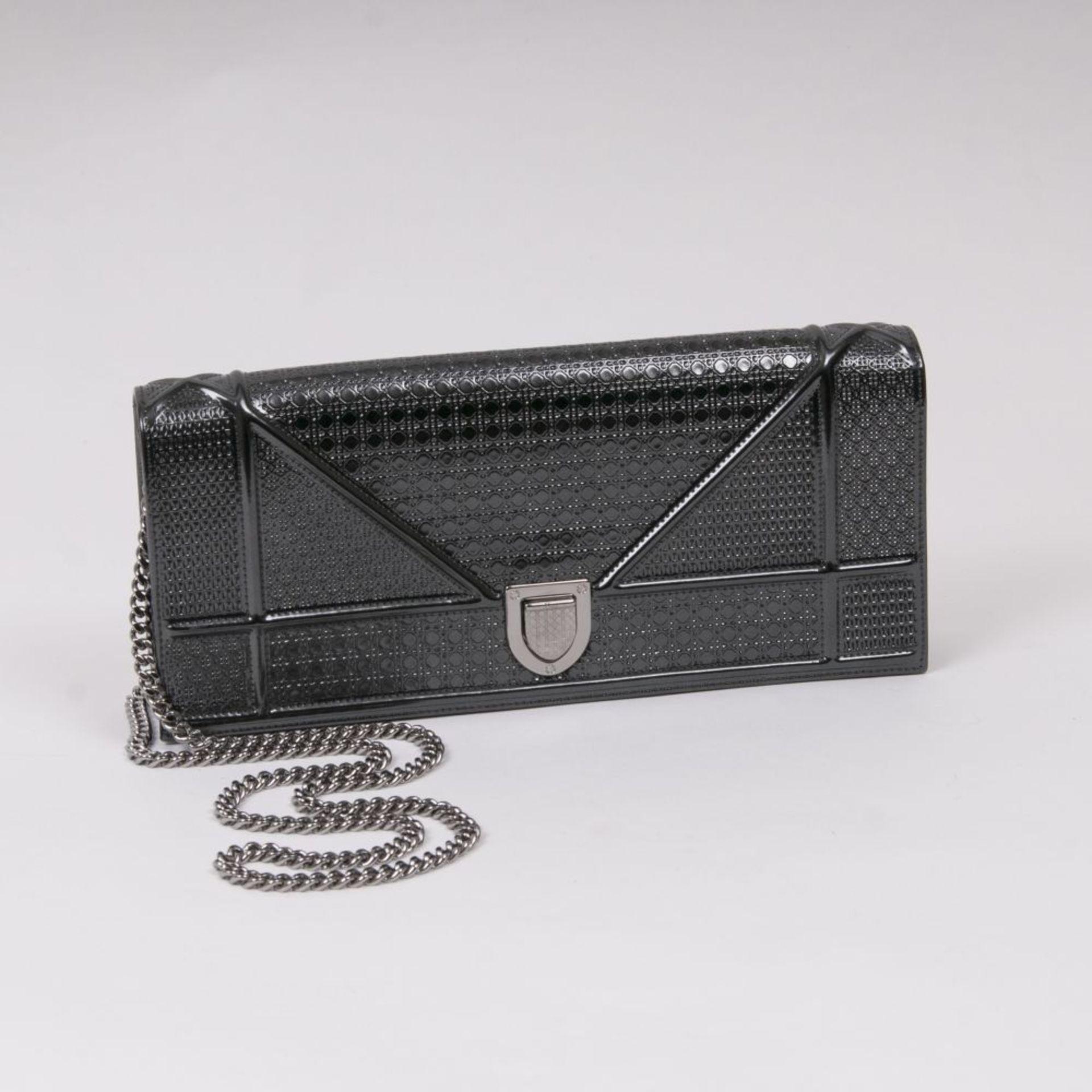 Christian Dior. Diorama Clutch Metallic-Grau.