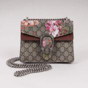 Gucci. Ikonische Dionysus Mini Bag mit Blumenprint.