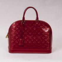 Louis Vuitton. Alma MM Bag Kirschrot.
