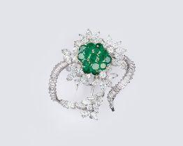 Juwelier Wilm gegr. 1767, Hamburg. Vintage Smaragd-Diamant-Brosche 'Blüte'. Um 1960. 18 kt. WG,