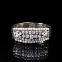 Hochkarätiger Armreif mit Altschliffdiamanten und Perlen. 18 kt. WG, gest., MZ: 'Schilling'.