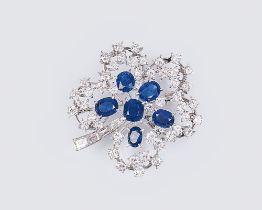 Juwelier Wilm gegr. 1767, Hamburg. Vintage Saphir-Diamant-Brosche 'Kleeblatt'. Um 1960. Platin,