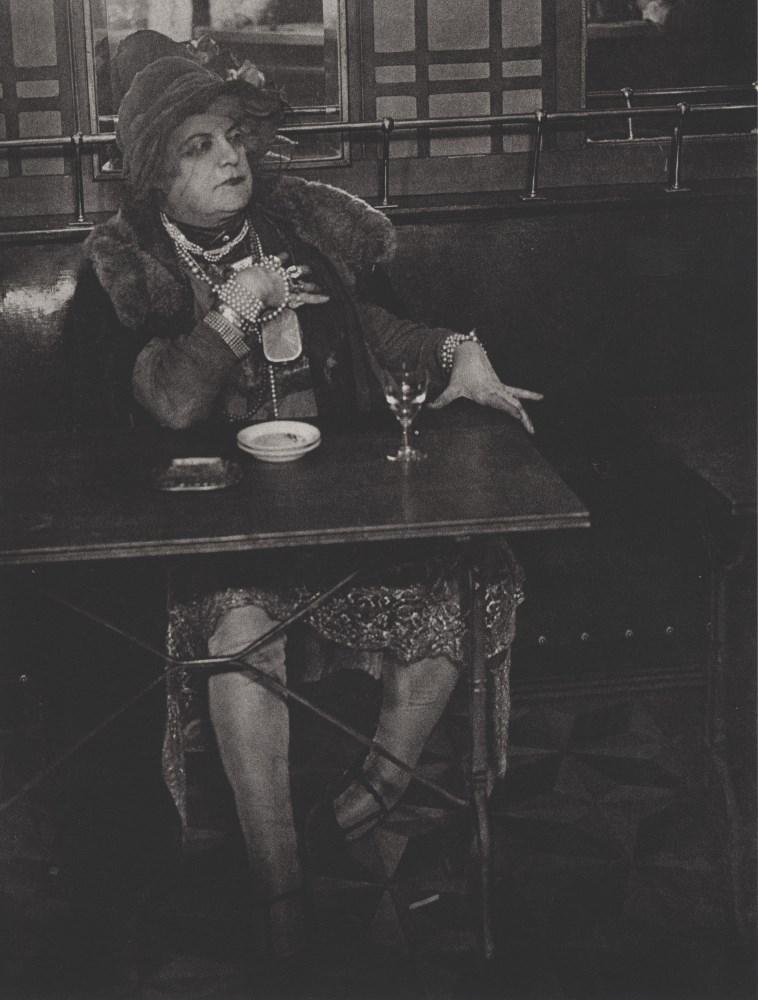 BRASSAI [gyula halasz] - La Môme Bijou, Bar de la Lune, Montmarte - Original photogravure