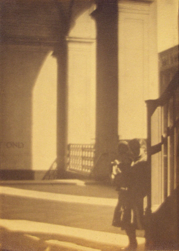 WILLIAM GORDON SHIELDS - Figures by the Staircase, New York City - Vintage albumen print