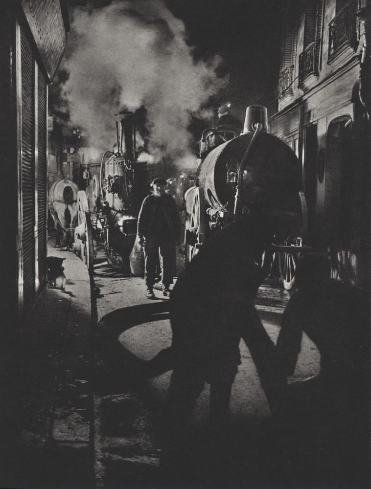 BRASSAI [gyula halasz] - Les vidangeurs activant la pompe, rue Rambuteau - Original photogravure