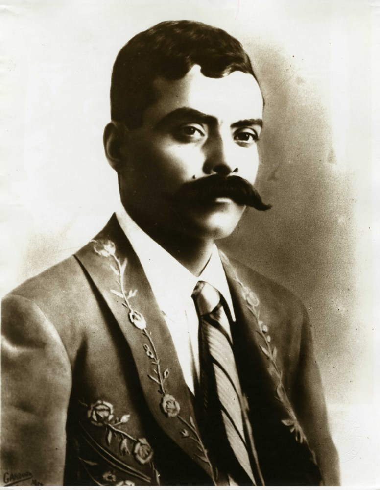 AGUSTIN VICTOR CASASOLA - Emiliano Zapata, Traje y Corbata - Gelatin silver print