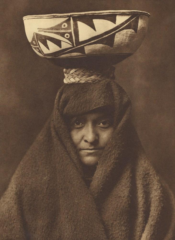 EDWARD S. CURTIS - A Zuñi Woman - Original photogravure