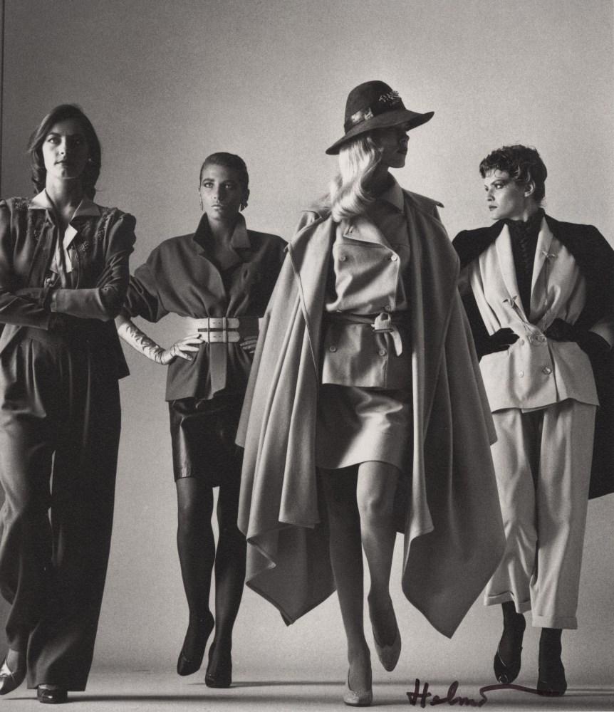 HELMUT NEWTON - Sie Kommen - Dressed - Original photolithograph