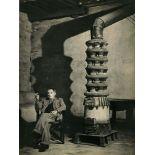 BRASSAI [gyula halasz] - Picasso dans son atelier près du poêle, rue des Grands Augustins - Origi...