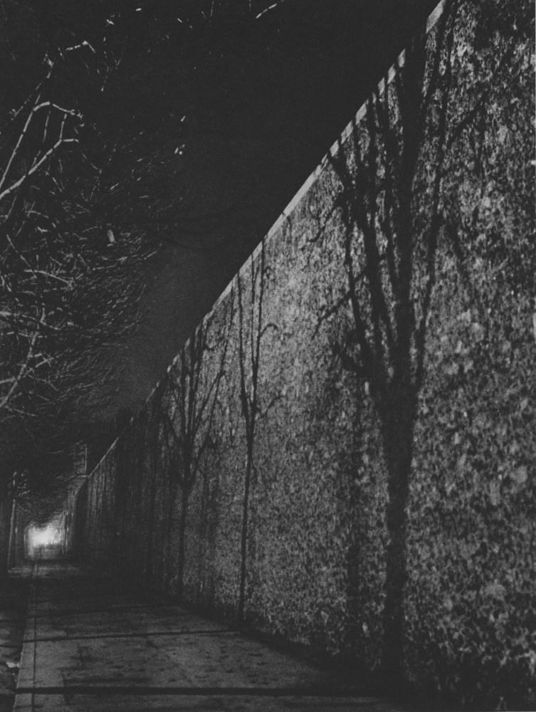 BRASSAI [gyula halasz] - Le mur de la prison de la Sante - Original photogravure