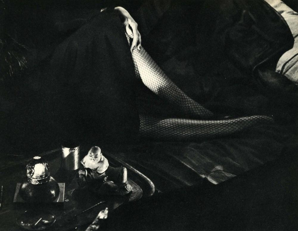 BRASSAI [gyula halasz] - Bas résille, fumerie d'opium - Original vintage photogravure