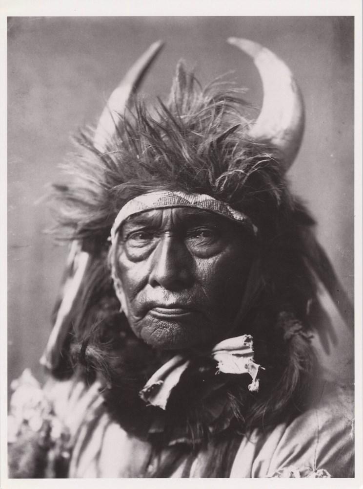 EDWARD S. CURTIS - Bull Chief, Crow - Original photogravure