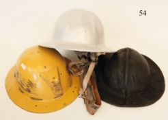 Konvolut 3 BergbauhelmeAluminium, Leder und Bakelit.Zustand: II