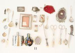 Konvolut Vitrinenobjekte25 Teile. Verschiedenes. Teils aus Silber. Zustand: II