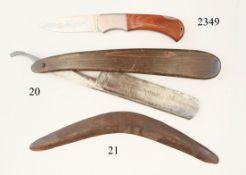Australien, BumerangHartholz. Zierschnitzereien von stilisierten Kängurus. 57 cm. Zustand: