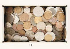 Konvolut MünzenVerschiedene. Aus aller Welt. Über 200 Stück. Zustand: II
