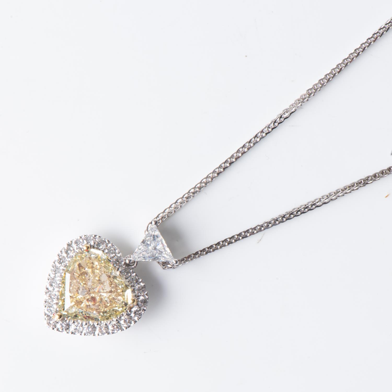 A 5,01 CARAT CERTIFIED DIAMOND PENDANT - Image 2 of 3