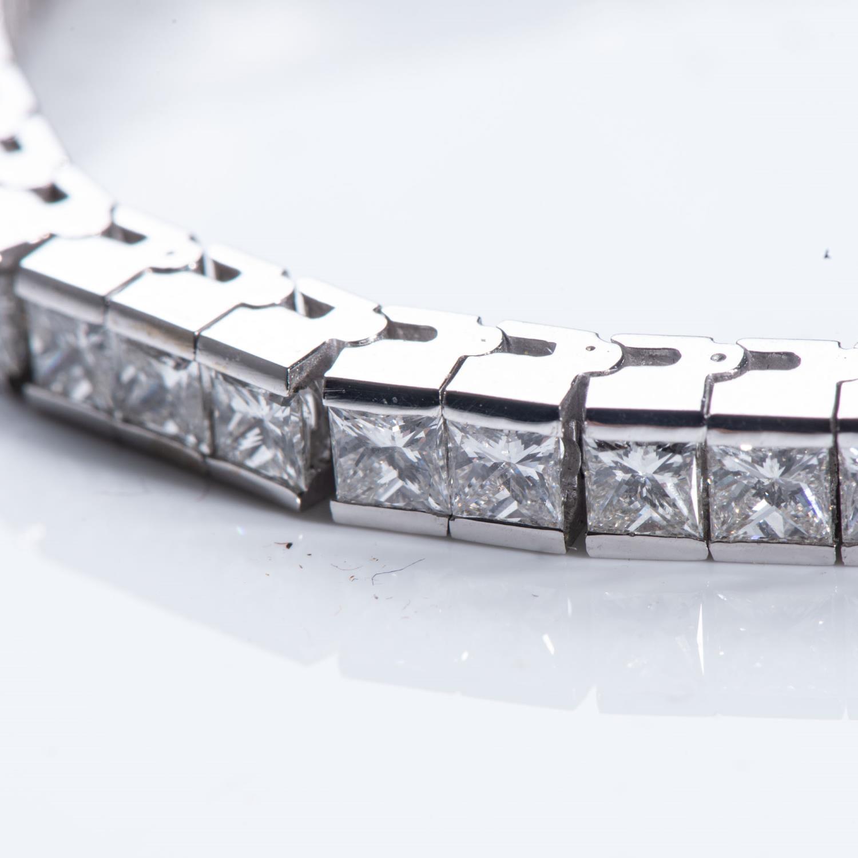 A DIAMOND TENNIS BRACELET - Image 2 of 2