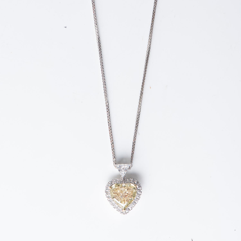 A 5,01 CARAT CERTIFIED DIAMOND PENDANT - Image 3 of 3