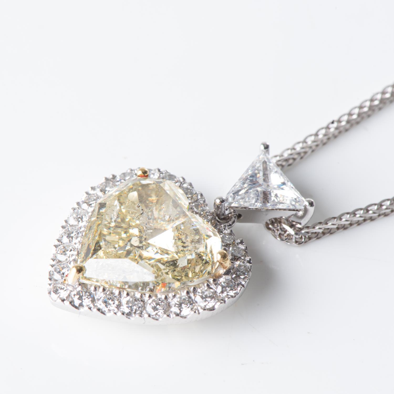 A 5,01 CARAT CERTIFIED DIAMOND PENDANT