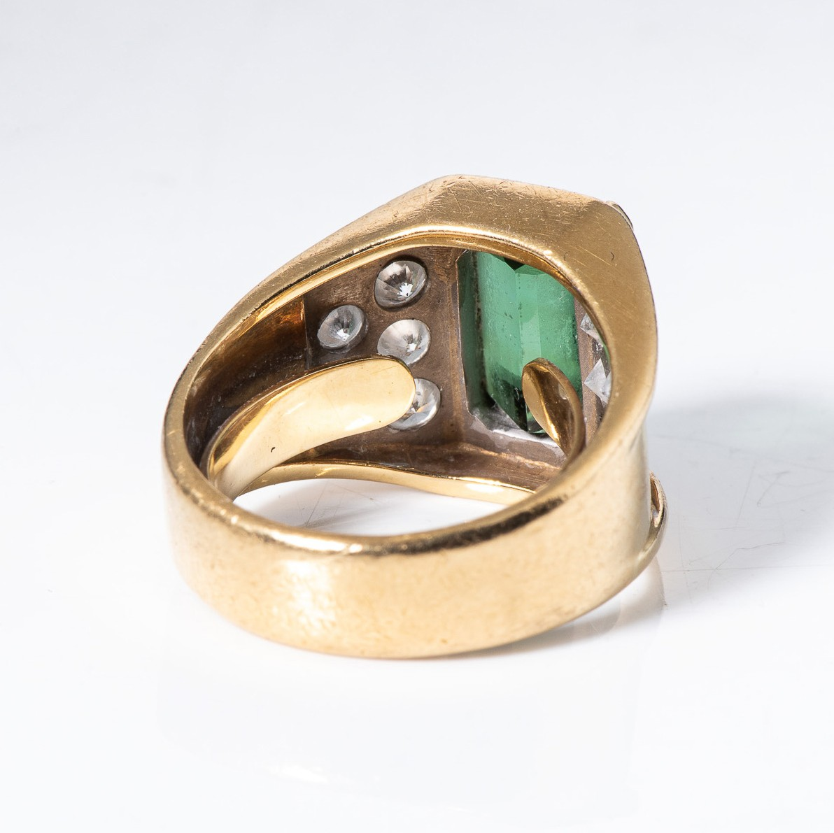 A GREEN TOURMALINE AND DIAMOND RING - Image 4 of 4