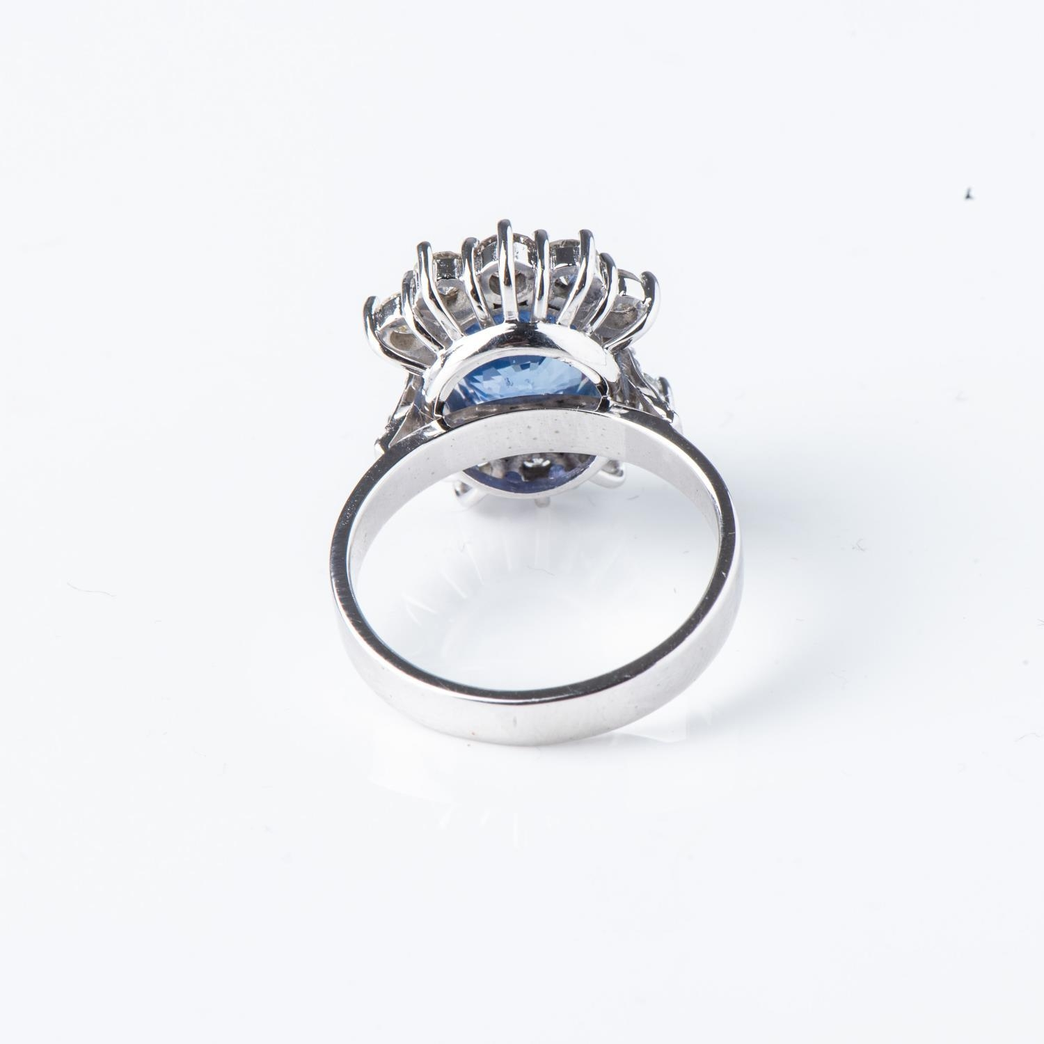 A SAPPHIRE AND DIAMOND RING - Image 3 of 3
