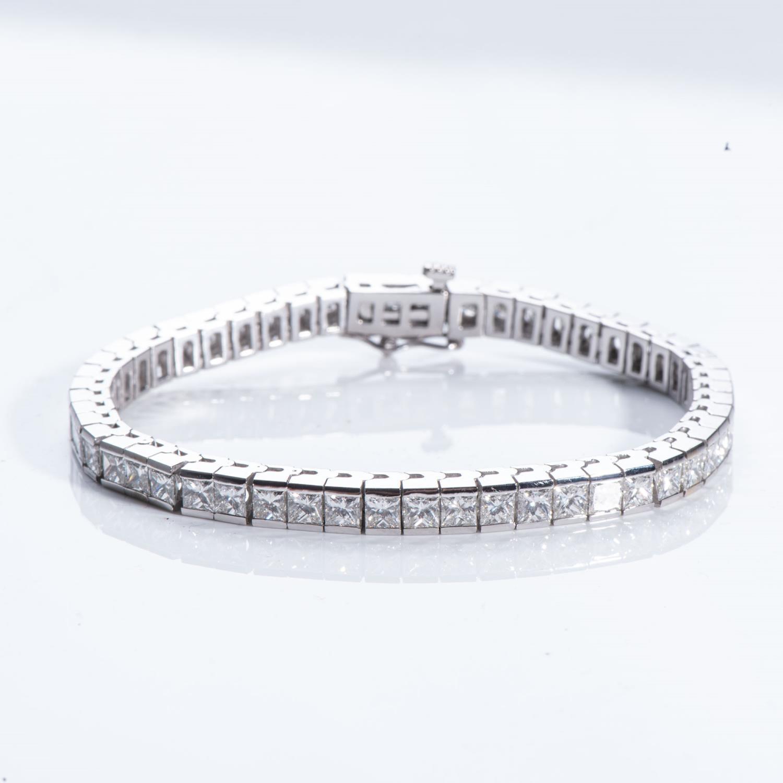 A DIAMOND TENNIS BRACELET