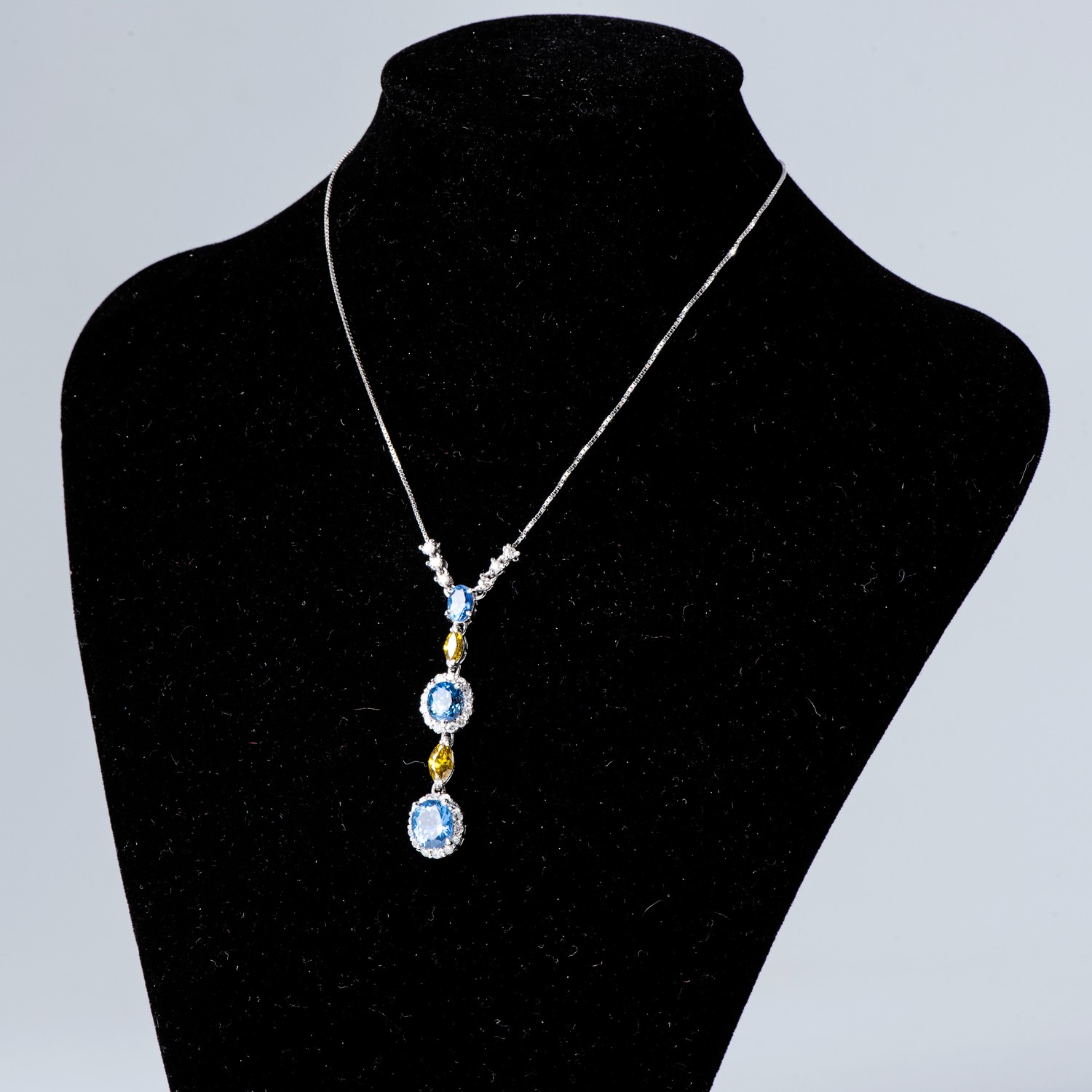 A SAPPHIRE AND DIAMOND NECKLACE - Image 2 of 2