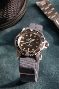VERY RARE 1974 ROLEX 5513 'MILSUB' OYSTER PERPETUAL SUBMARINER WITH ROLEX SERVICE PAPERS, Sterling