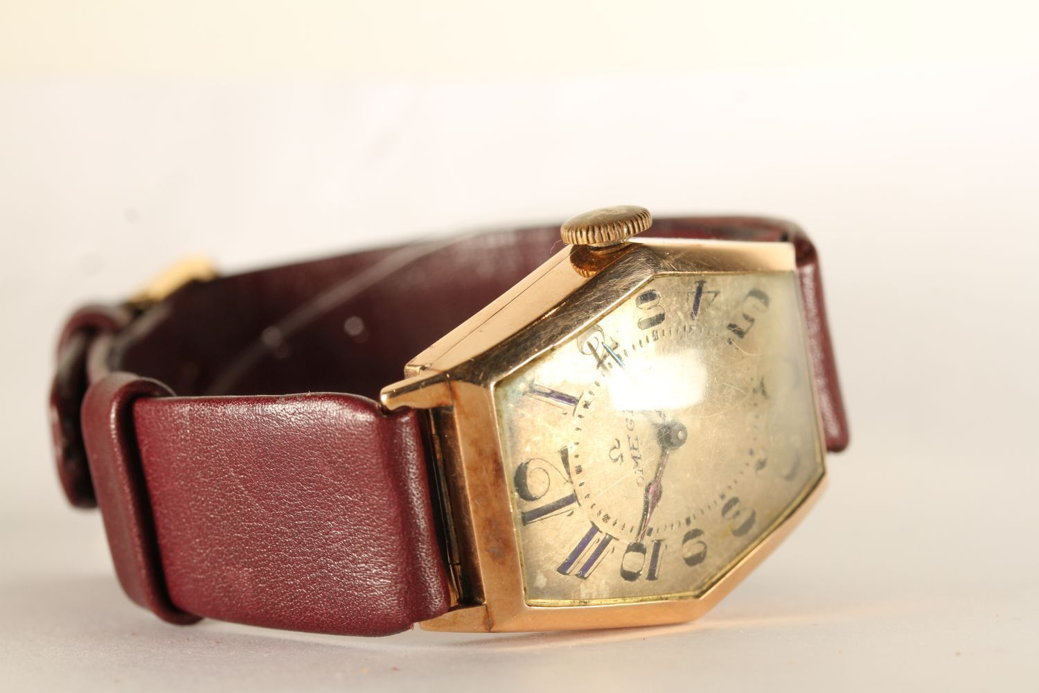 GENTLEMENS OMEGA OVERSIZE CIRCA 1920/30's WRISTWATCH, hexagonal aged dial with arabic numbers and an - Image 2 of 4