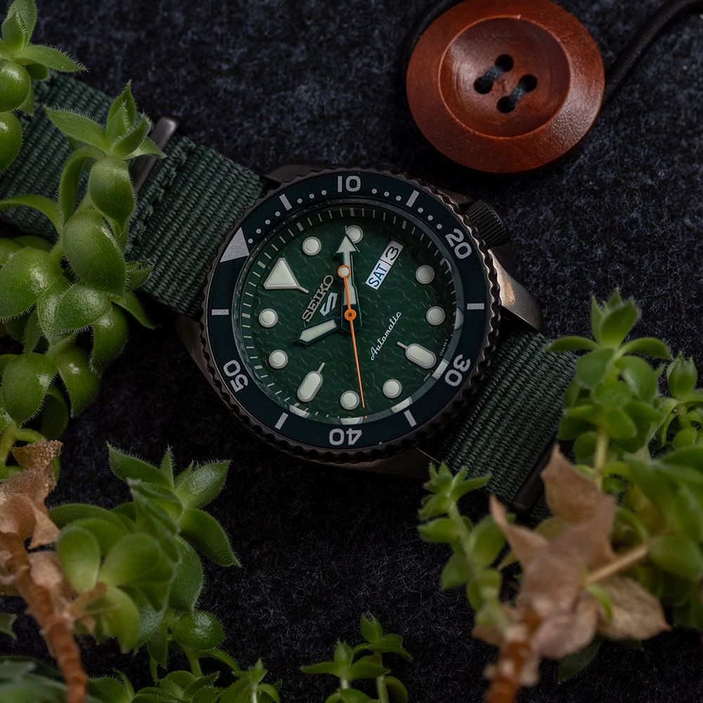 """*TO BE SOLD WITHOUT RESERVE*GENTLEMAN'S SEIKO 5 """"5KX"""" BLACK AND GREEN, REF SRPD77K1 (4R36-07G0), - Image 3 of 5"""