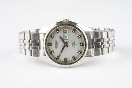 GENTLEMENS KING SEIKO HI BEAT DAY DATE WRISTWATCH REF. 5626-7000, circular silver dial with