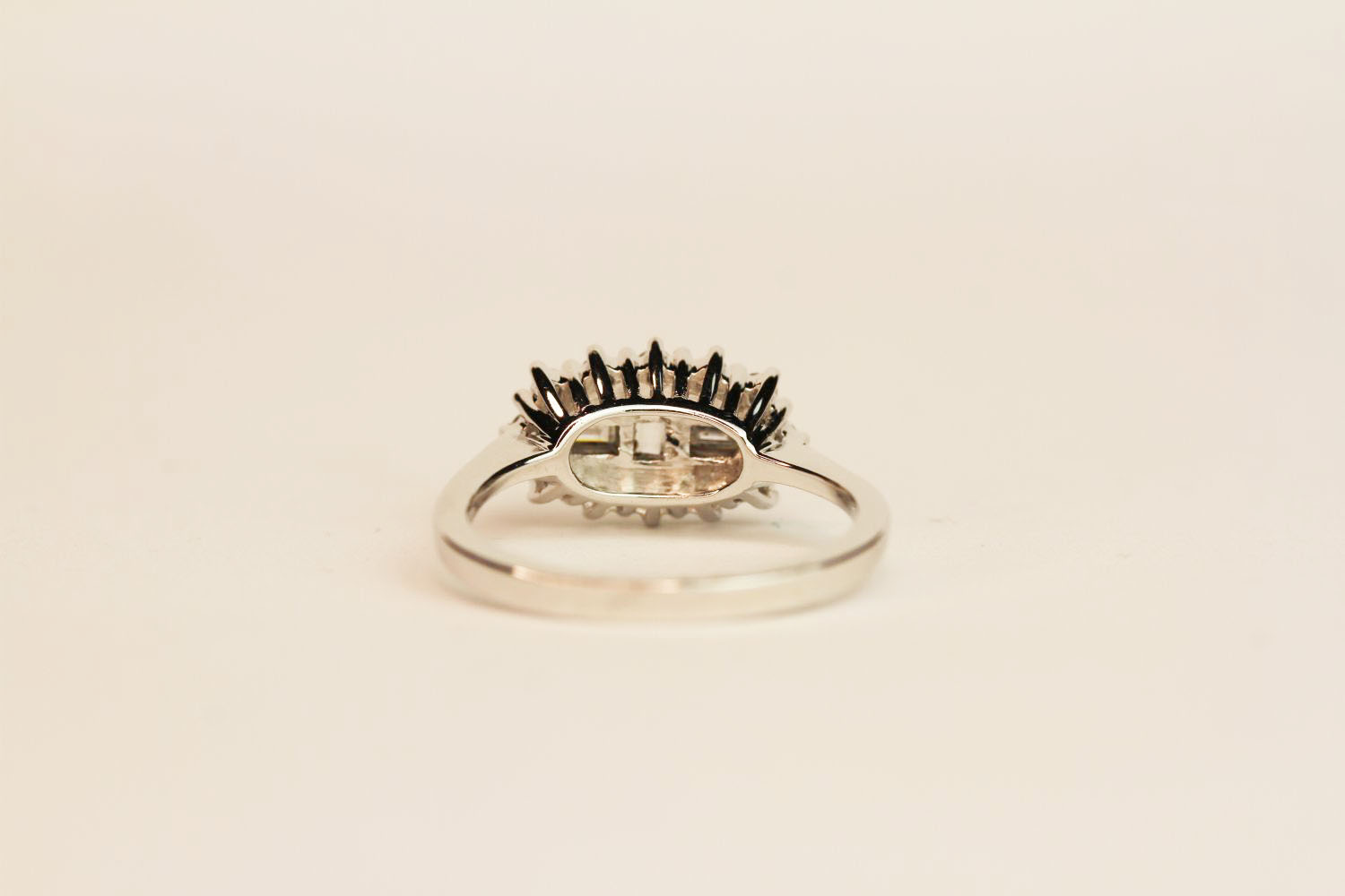 18ct white gold diamond fancy cluster ring. Baguette and round brilliant cut diamonds 0.50 ct, - Image 3 of 3