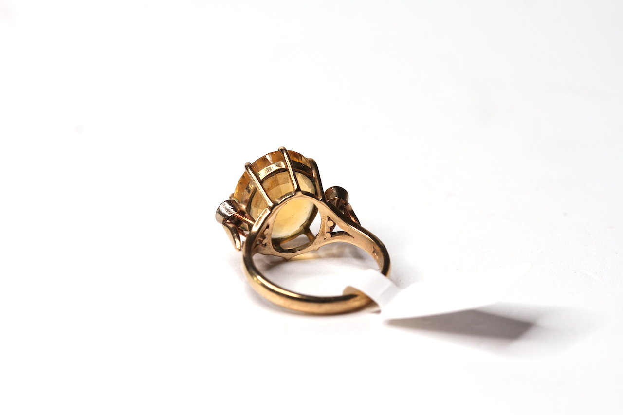 Vintage 9ct Citrine and Diamond Set Ring, 14.4x12.2 oval cut citrine, a single diamond to each - Image 2 of 2