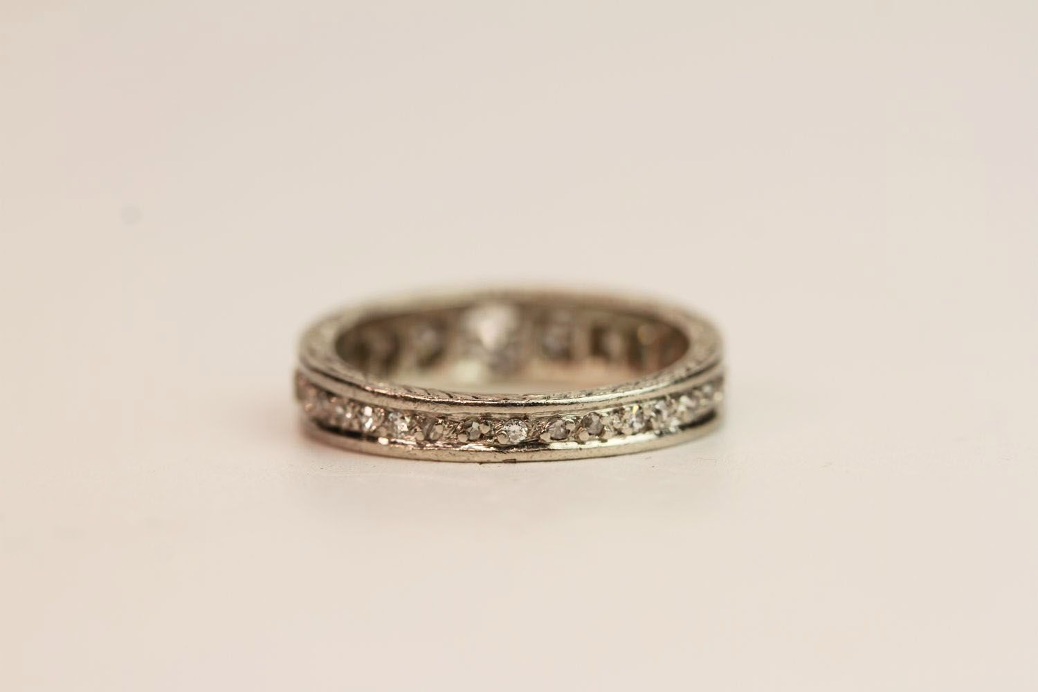 1930s Graduated Diamond Ring, detailing to the sid - Image 3 of 3