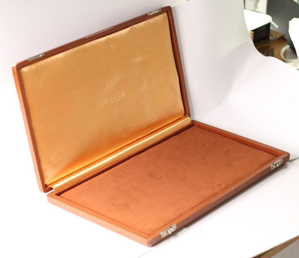 Vintage Oversized Omega Display Box, Tan Leather bound case, Velvet interior, approximately 46x25cm - Image 5 of 6