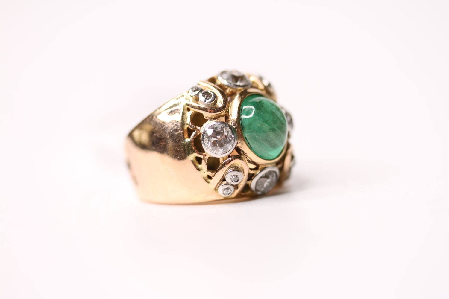 Emerald & Diamond Ring, set with a central cabochon cut emerald, surrounded by diamonds, french - Image 2 of 4