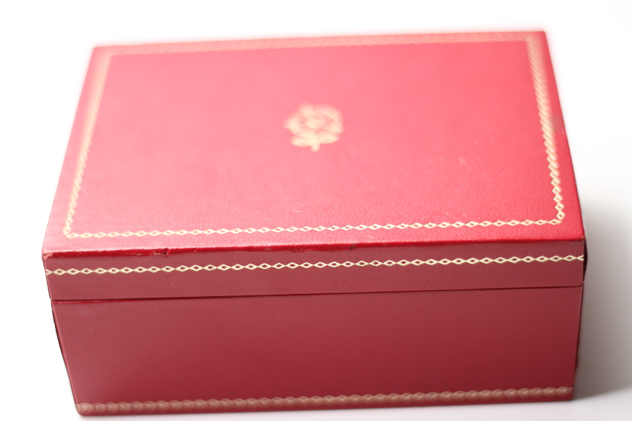 Vintage Tudor Box with Red Insert, Tudor Rose to top with gilt detail, approximately 12.5x9x5.5cm - Image 3 of 5
