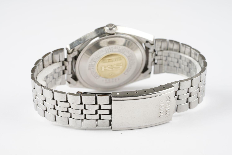 GENTLEMENS KING SEIKO HI BEAT DAY DATE WRISTWATCH REF. 5626-7000, circular silver dial with - Image 2 of 2