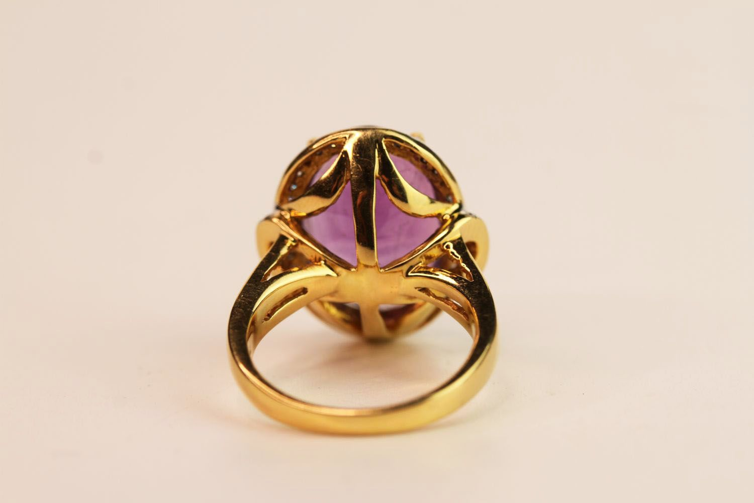 Amethyst & Diamond Cluster Ring, set with an oval cut amethyst, surrounded by round brilliant - Image 3 of 3