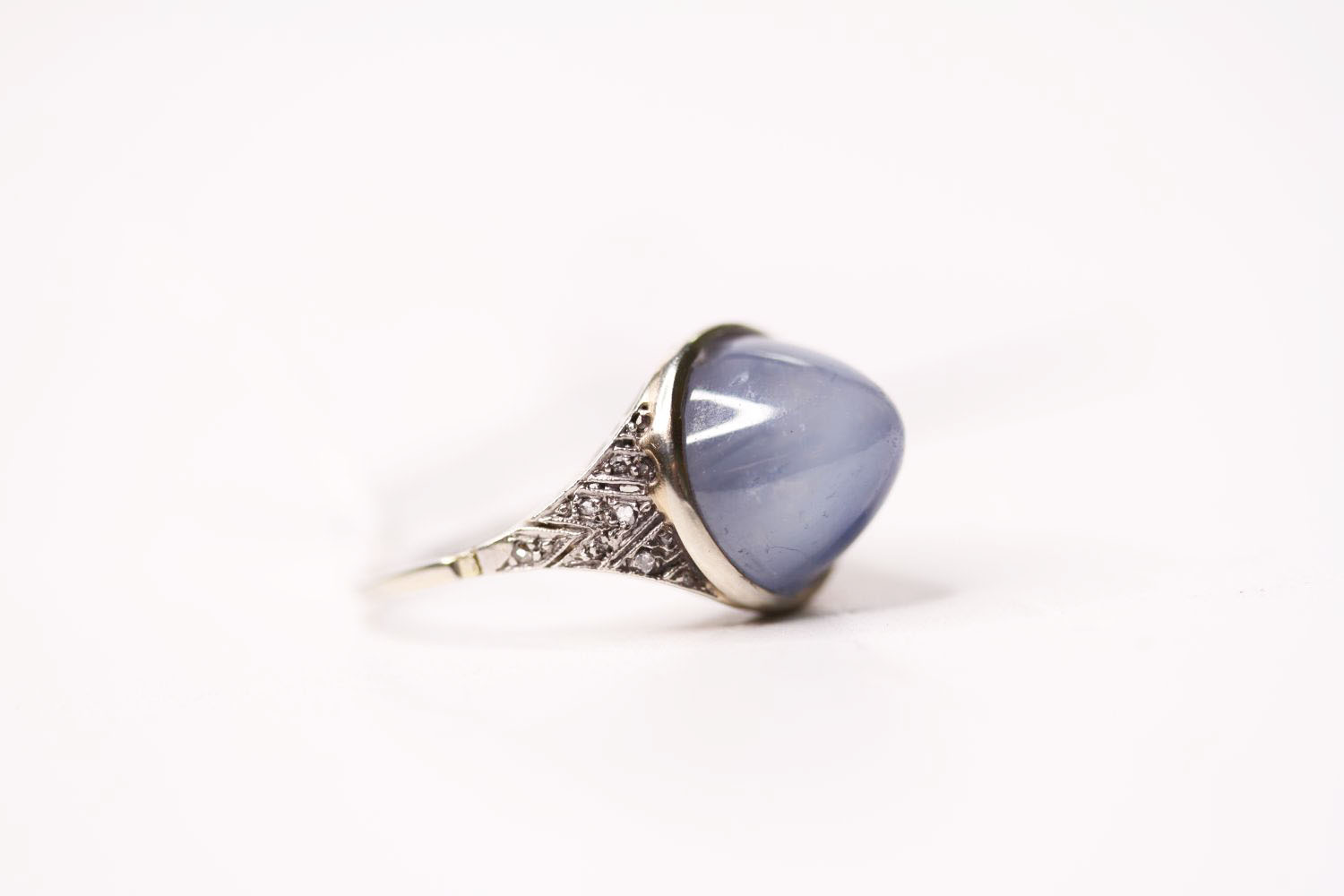 Cabochon Star Sapphire Ring, set with a cabochon cut star sapphire, art deco style, size O. - Image 2 of 4