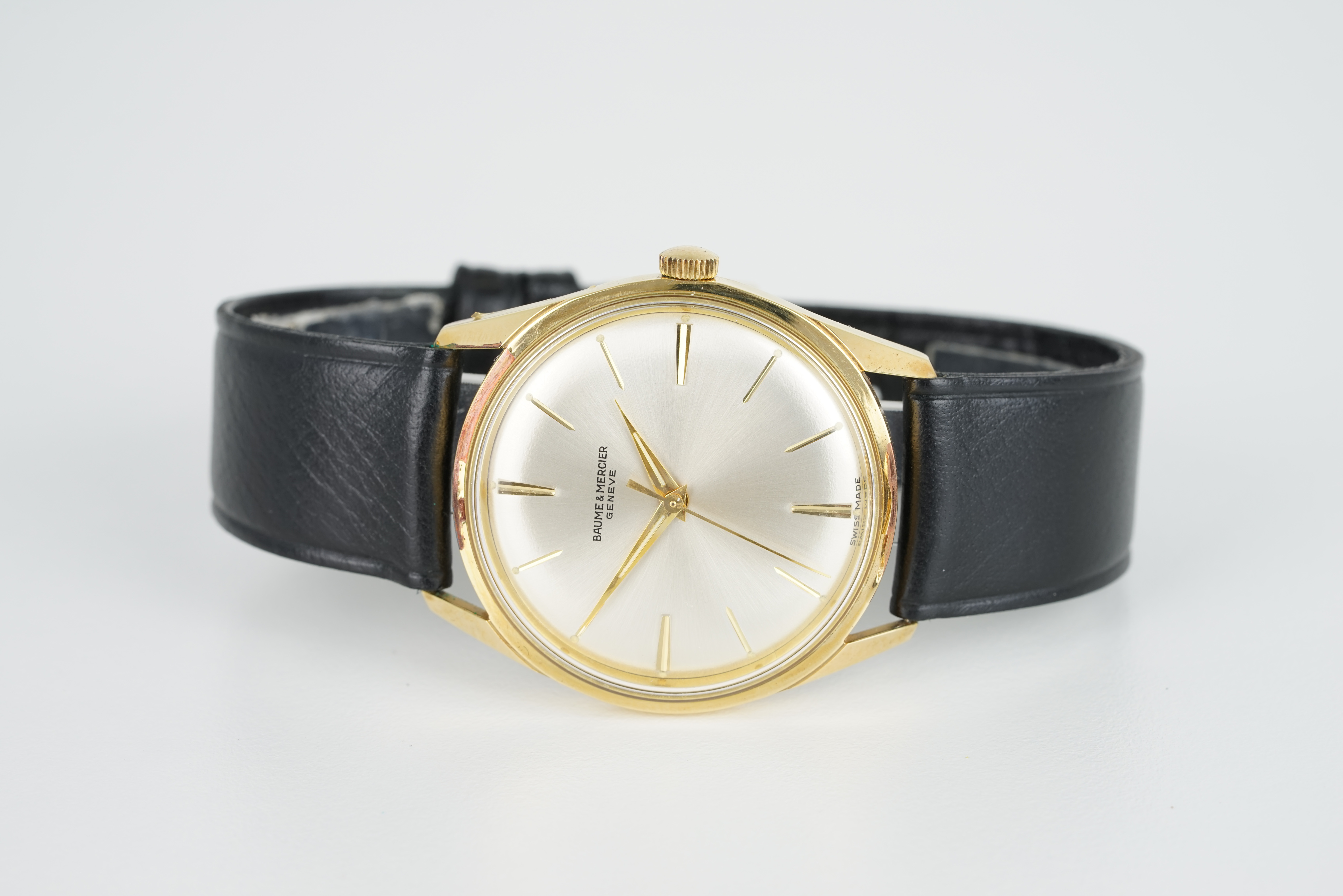 GENTLEMENS BAUME & MERCIER WRISTWATCH, circular silver dial with stick hour markers and hands,