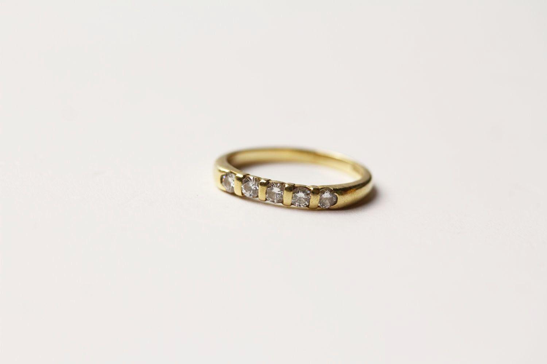 5 Stone Diamond Ring, 5 round brilliant cut diamonds bar set, stamped 18ct yellow gold, ring size