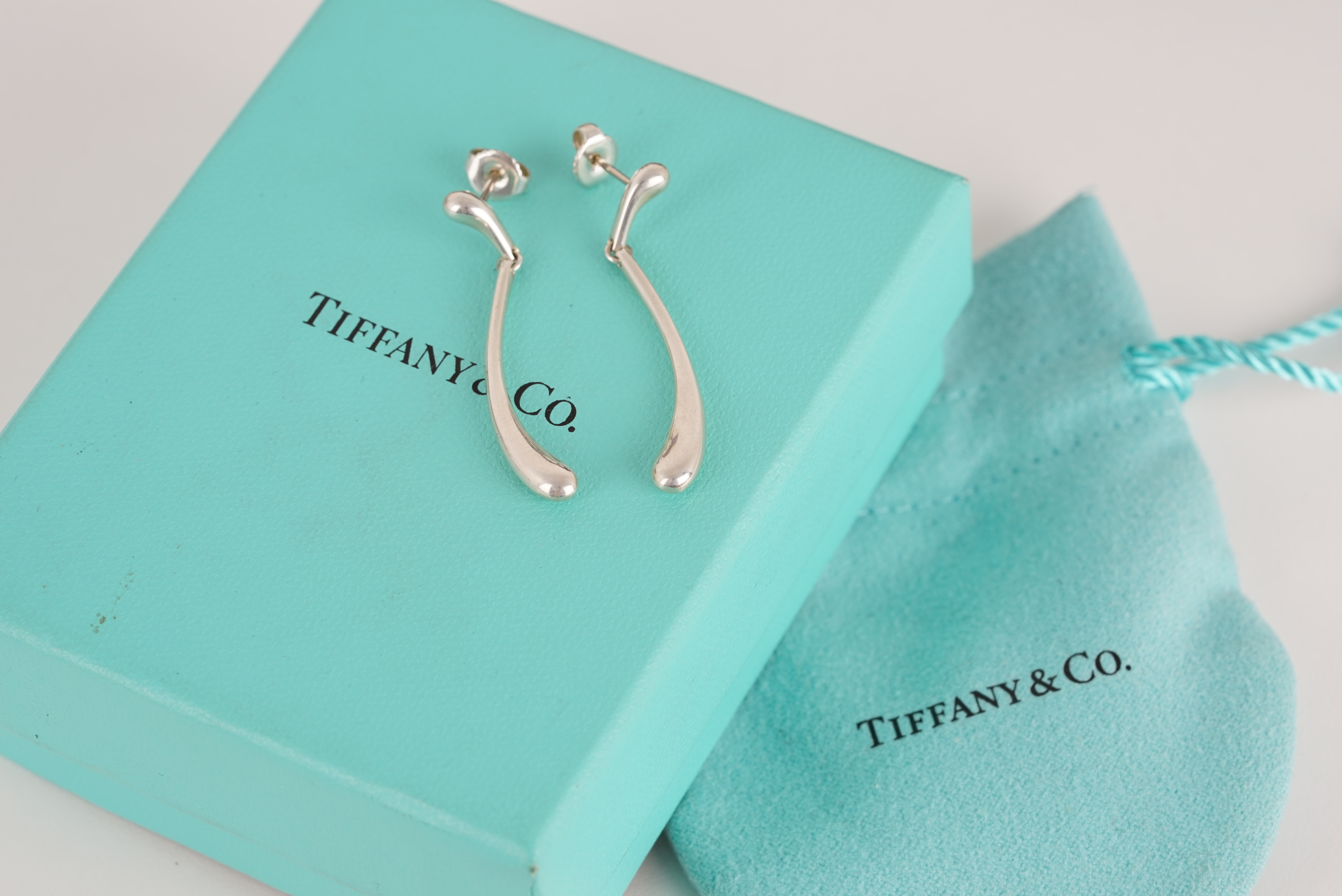 PAIR OF TIFFANY & CO ELSA PERETTI DROP EARRINGS W/ BOX & POUCH, tiffany and co earrings designed - Image 2 of 2